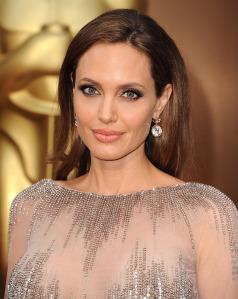 Angelina-Jolie-Oscars-2014-Earrings