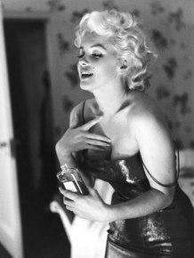 Marilyn Monroe demonstrated promiscuity, suicidal ideation, and drug abuse, which are characteristics of BPD. She also experienced low self-esteem and extreme attachment in relationships out of fear of abandonment.